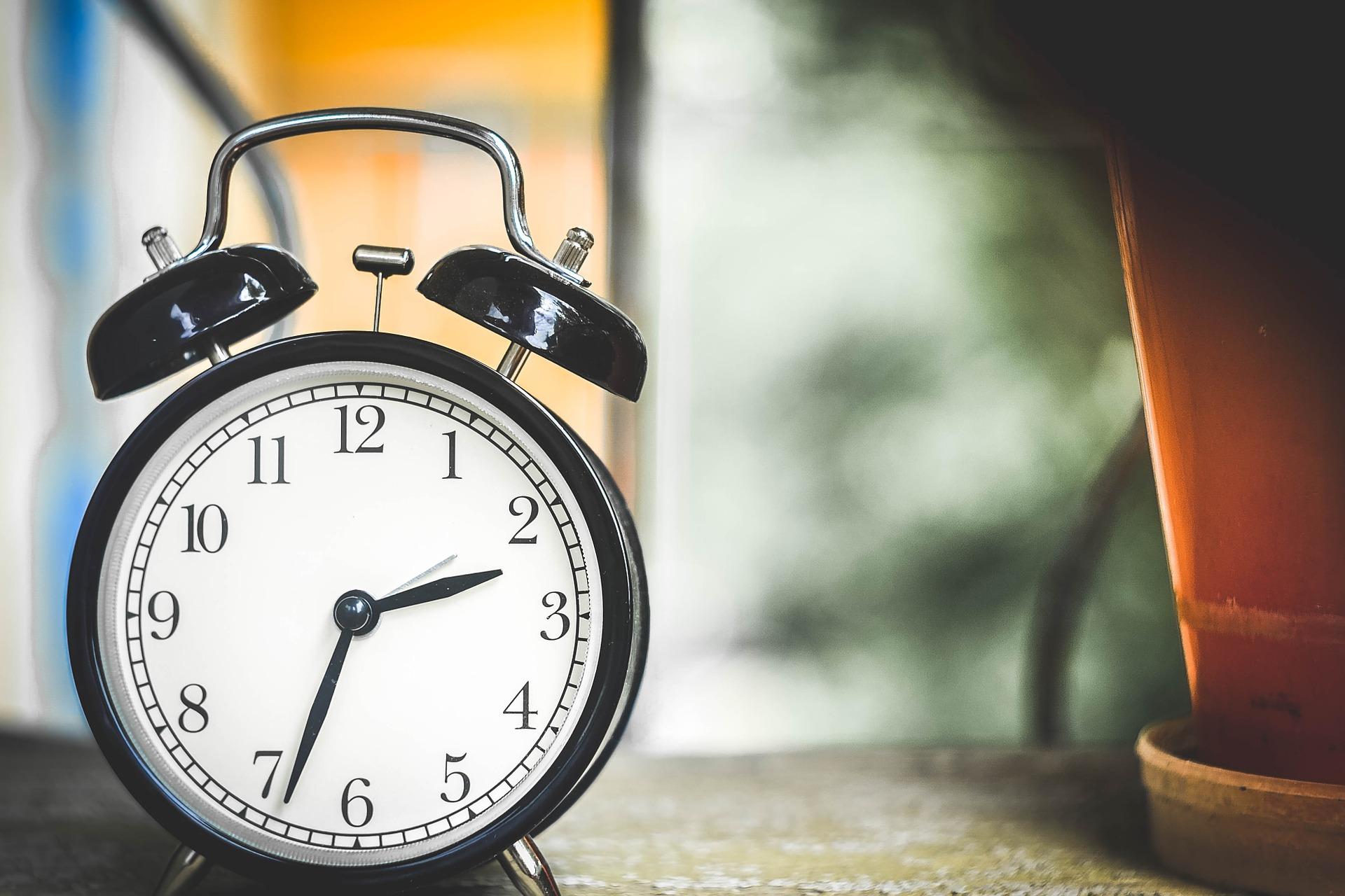 Reloj despertador de estilo antiguo