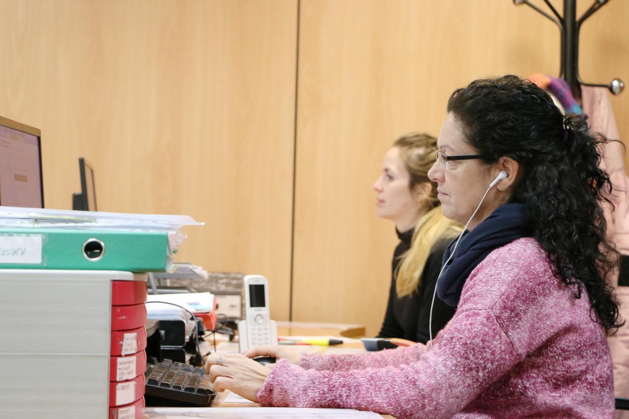 Ángela y Graciel·la trabajando